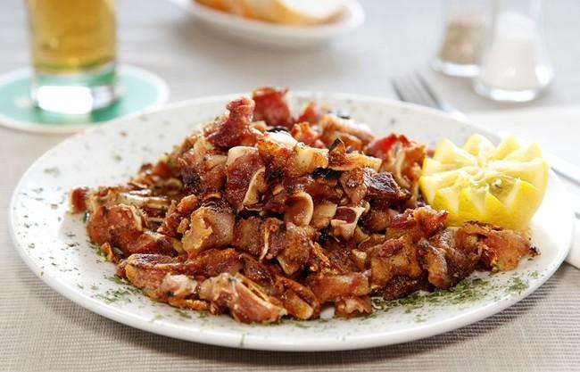 https://www.directoalpaladar.com/recetas-de-carnes-y-aves/callos-a-la-madrilena-receta-tradicional - orejas a la plancha